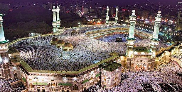 Hac izni olmayan yüzbinler Mekke'ye giremedi.
